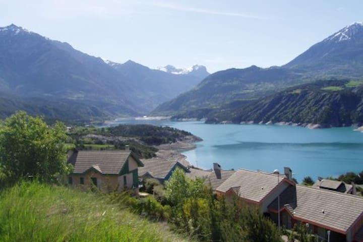 Maison Port Saint Pierre vue sur le lac de S-P - Réallon - Holiday home