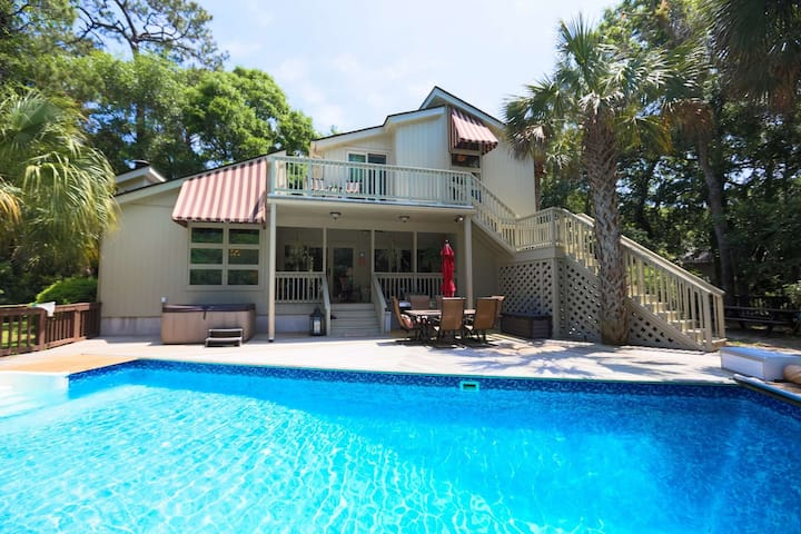 Private Pool, Hot Tub, 5 min Walk to the Beach! Secluded House with Beach Gear on Golf Course!
