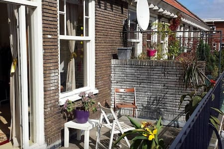 Very bright room with big balcony - Amsterdam - Apartment