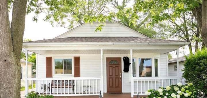 Bright updated ranch w/office, 1 mile to downtown!