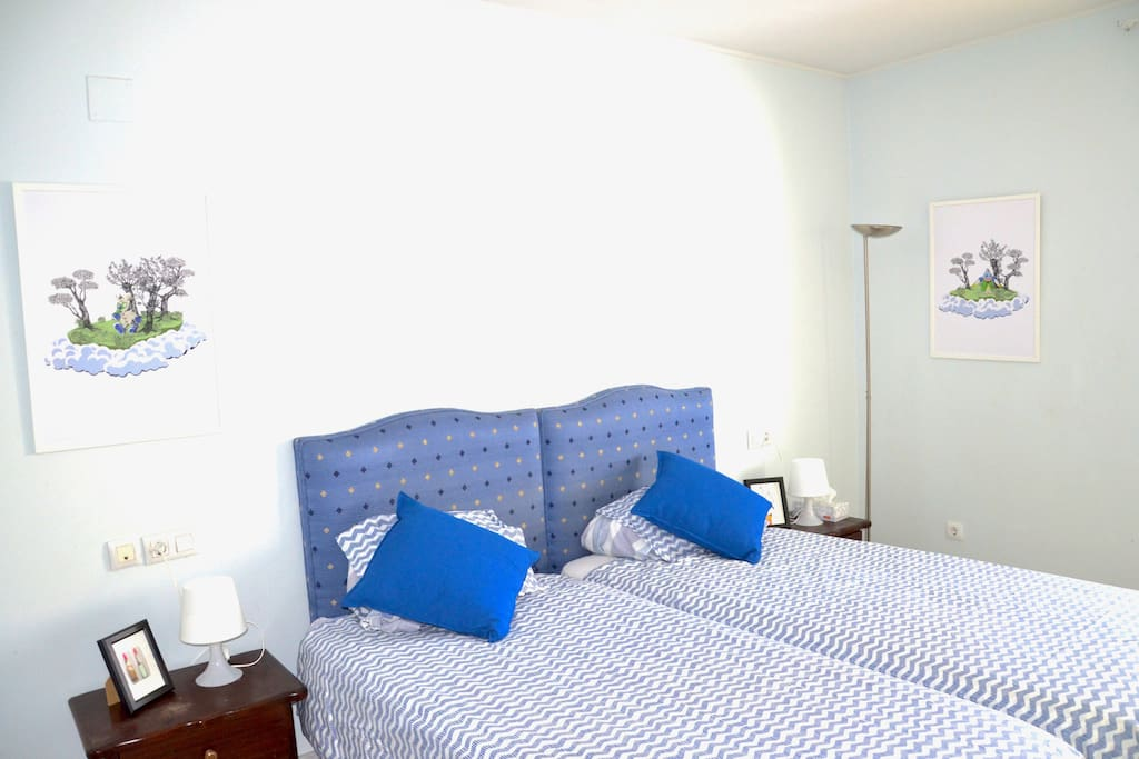 The Blue Room - Master bedroom with private bathroom