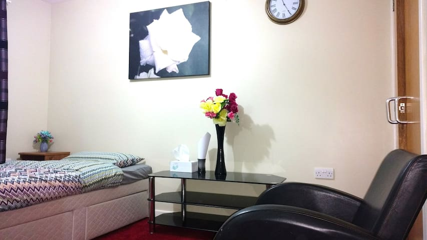 Available Now Bedroom in beautiful Edinburgh