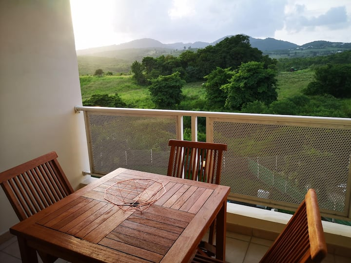 Appartement cosy avec vue sur campagne verdoyante