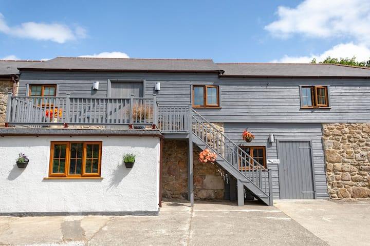 Stunning 1st Floor Barn Conversion near Sennen