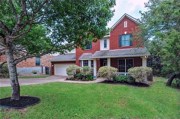 Spacious and Comfortable Retreat - Near Downtown