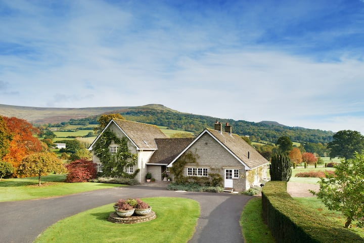 7 Bed Lodge with Mountain views, Glanusk Estate