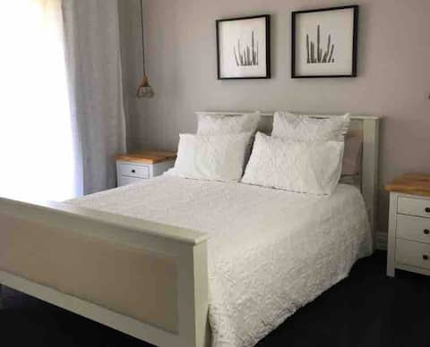 Waikiki/S Bay - 2 Bedroom Apartment Within House