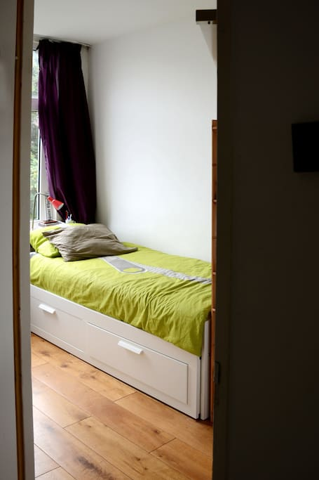 small room 1 bed