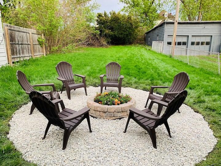 Hudson Getaway w/ Beautiful Backyard