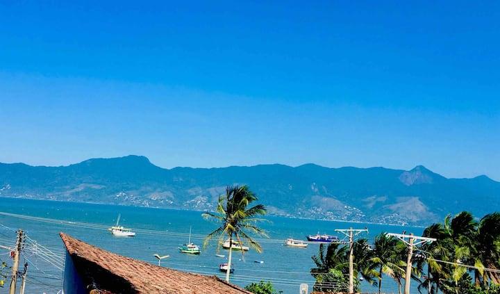 Linda casa vista pro mar 50 m da praia S Sebastião