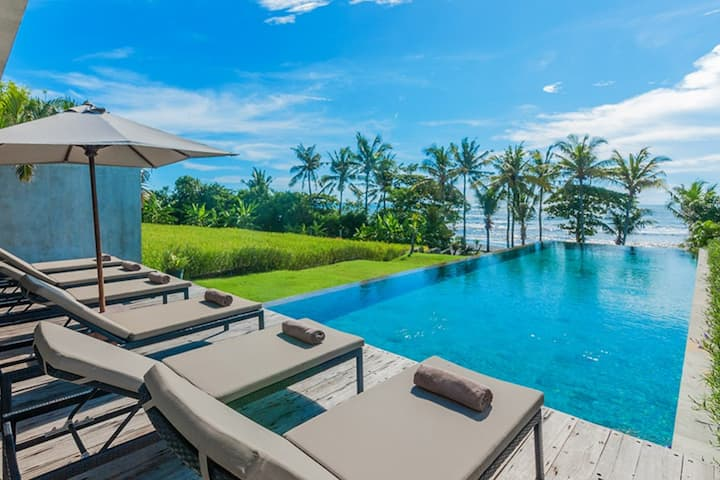 Mengening Villa2-Absolute Beachfront Free Car&Chef