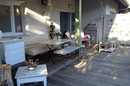 Appartement avec terrasse et jardin - Viviers-du-Lac - Appartement