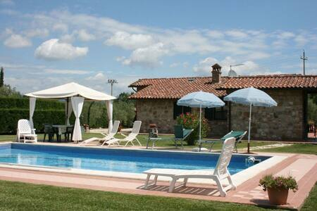 Villa Susanna, sleeps 8 guests - Castiglione del Lago - Villa