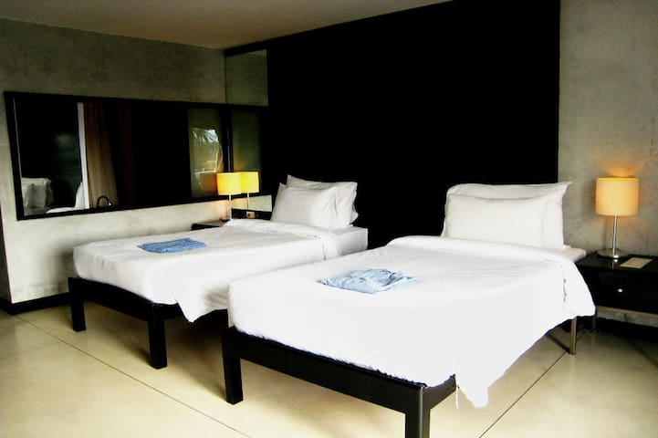 Boutique rooms in Maenam with access to pool & gym - TH - Boutique-hotell