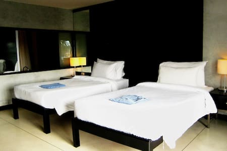 Boutique rooms in Maenam with access to pool & gym