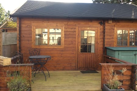 Private cabin with ensuite and cosy double bed - Oxford - Cottage