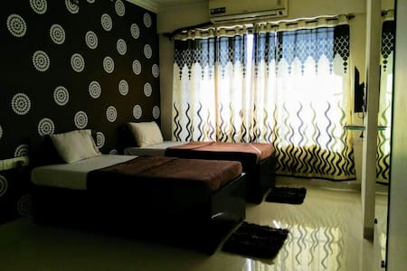 Luxurious Bedroom ideally located in the city - Mumbai