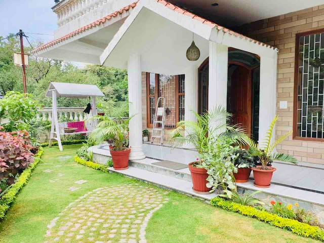 Dehradun-Mussoorie Villa with Lawn and Terrace...