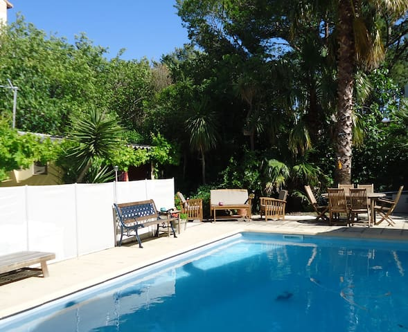 maison 25 m² + grande piscine + jardin - Marseille - House