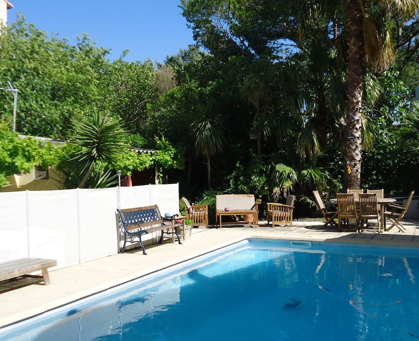 Maison 25 m grande piscine jardin houses for rent for Piscine 8eme