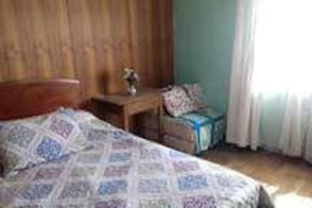 cama de 2 plazas , proporciono toallas limpias y lo que requieras