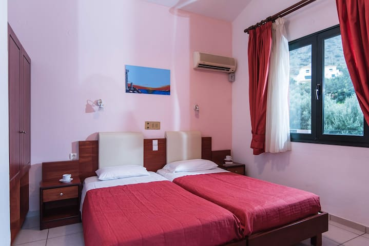 Ariadni Palace - Cozy Triple One Bedroom Apartment