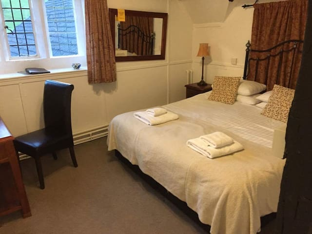 Symonds Yat Self Catering Diarist - Whitchurch