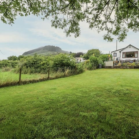 COSY COUPLES RETREAT with a great view, PENMACHNO