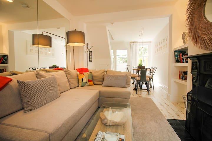 *New List* 3 bed Nutshell Cottage  + sunny garden