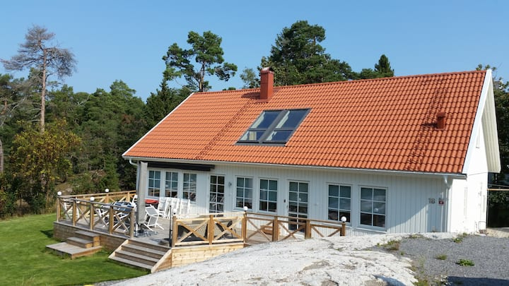 Newly built spacious house with sea view in Dalarö