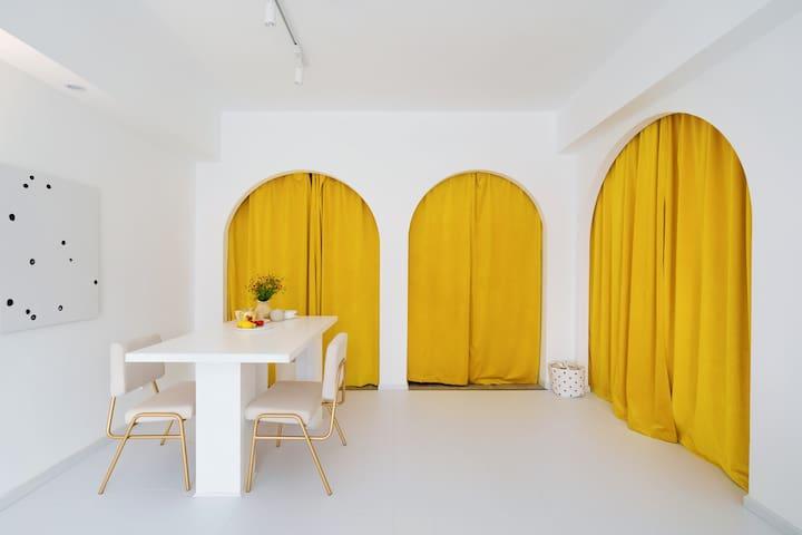 [恢复接待]雏菊 黄色戏剧大拱门|春熙路太古里|超大投影|复得旅店