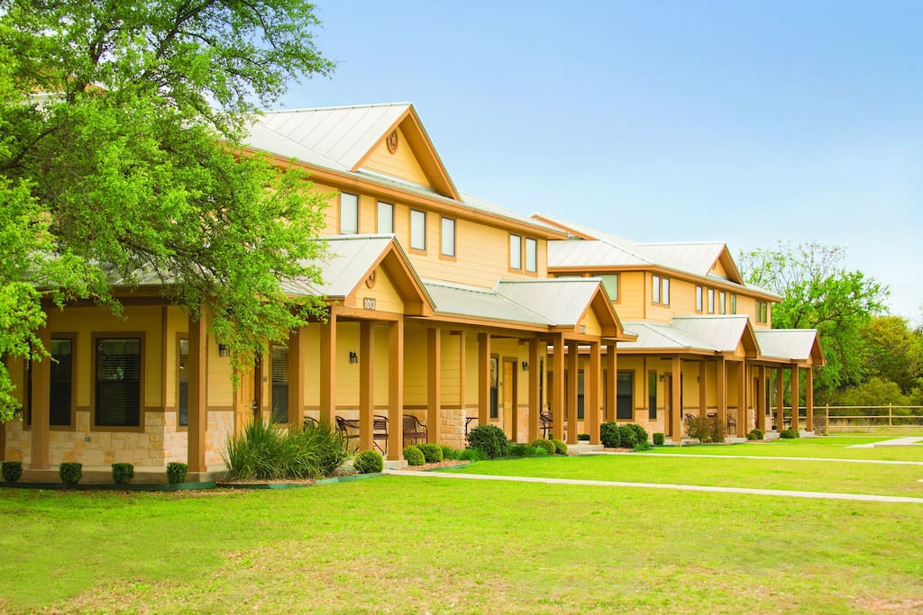 New braunfels tx 3 bedroom deluxe 2 condominiums for - 2 bedroom suites in new braunfels tx ...
