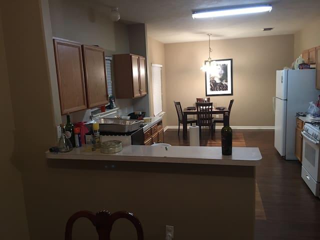 4 bedroom house to rent SB weekend - Fresno - Casa
