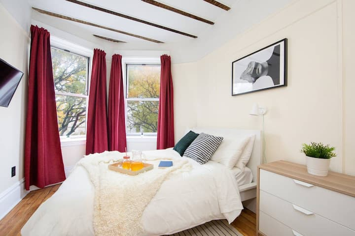 Cozy Private room in Bedstuy Co-living