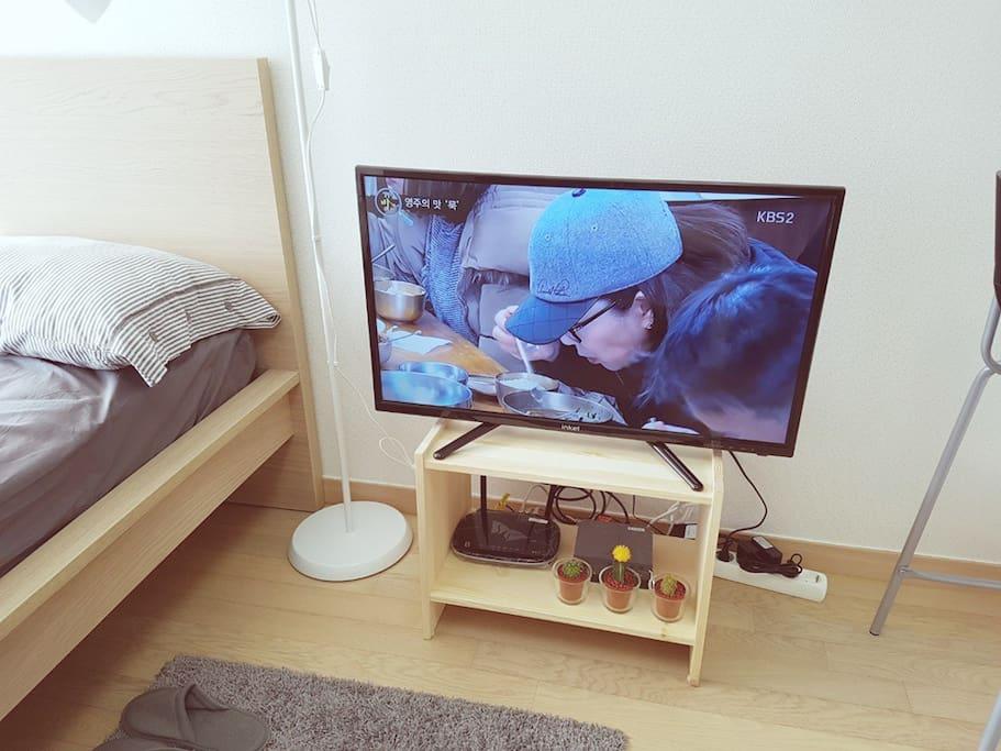 TV 설치 완료되었습니다 : )