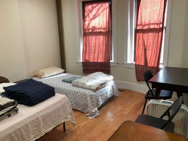1A south end, sunny room w/bath near T/BU Medical