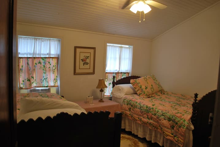 6 bedrooms 6 Baths in Granny's Remodeled Barn