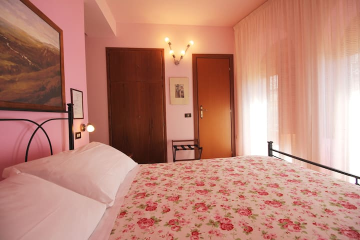 Camera Rosa Assisi Centro - Assisi - Bed & Breakfast