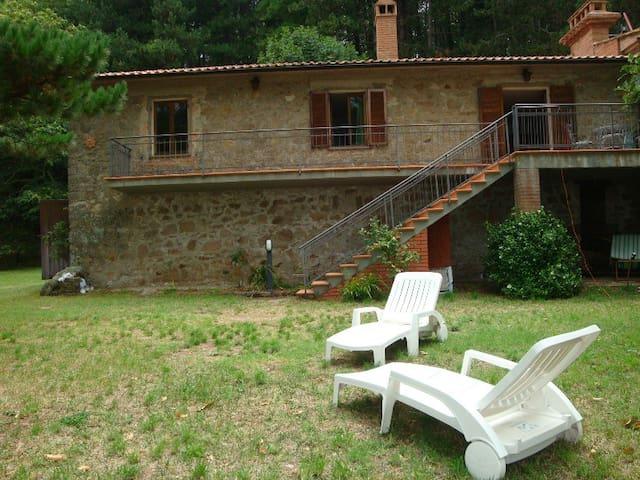 Villa panoramica in mezzo alla natura - Roccastrada - วิลล่า