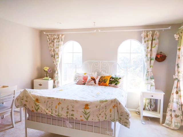 Beautiful private princess room in Sunnyvale heart