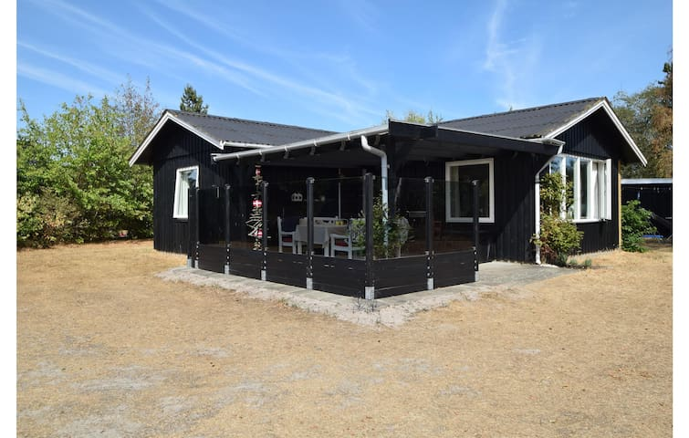Holiday cottage with 2 bedrooms on 62m² in Juelsminde