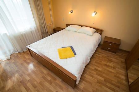 2к квартира на АМЗ (Кузнецова) - Chelyabinsk - Appartement