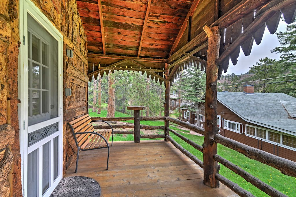 'Starry Nights' is truly your quintessential Green Mountain Falls getaway!