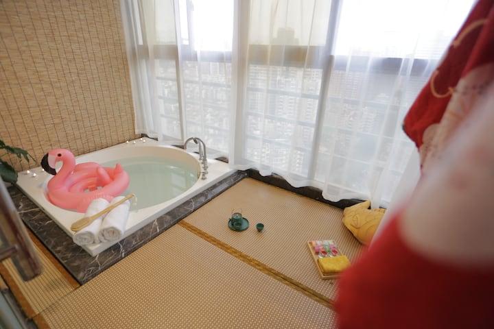 """高层双人温泉浴缸城景""""沐浴""""出示健康码入住"""