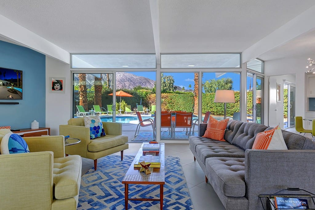 LIVING ROOM - THE PALMS PAD - PALM SPRINGS VACATION RENTAL POOL HOME