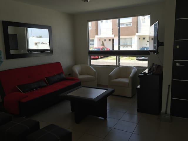NewHome very safe neighborhood cl VW FINSA Cholula - Cuautlancingo - Hus