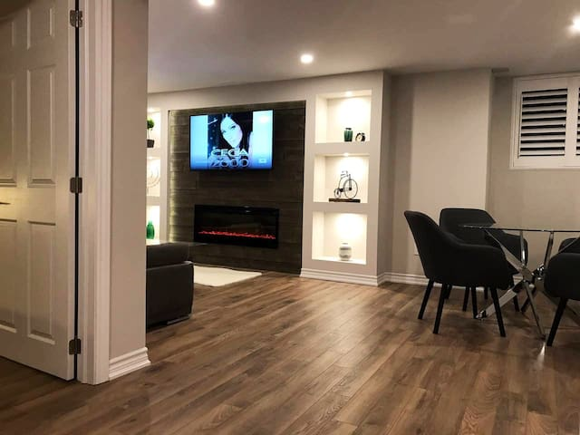 Cozy New Suite south of Airport & near Highway 427