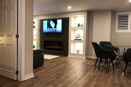 Modern Suite Near Airport, Parking,Patio, Cable TV