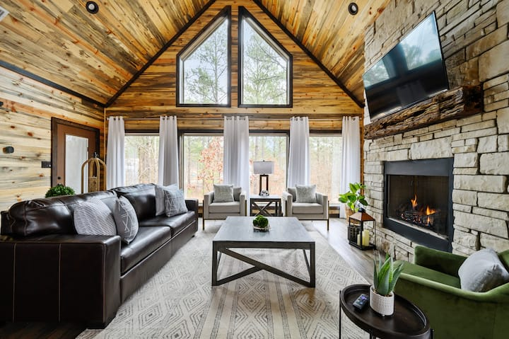 Brand New! 'Vaulted Pines' Luxe Honeymoon Cabin