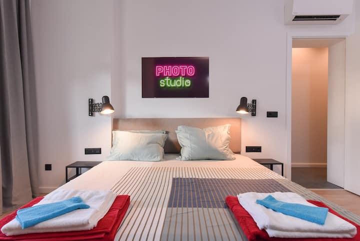 The Photo-Studio 2BDR / TOP Location